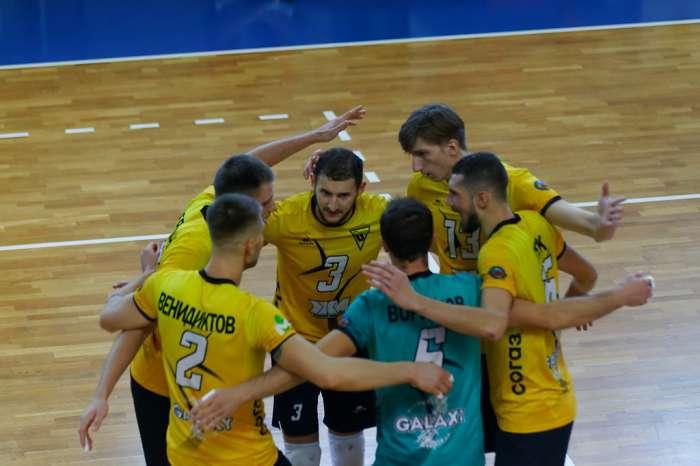 Прямая трансляция повторного матча между командами «Университет» и «Тархан»